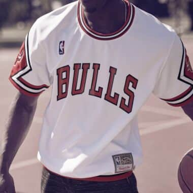 64df0d583 1987-88 Authentic Shooting Shirt Chicago Bulls Mitchell   Ness ...